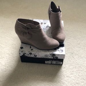 CL by Chinese Laundry Vivid Suede Taupe Boot BNIB